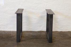 Priser:Spisebord: 2.700 kr.Sofabord: 2.400 kr.